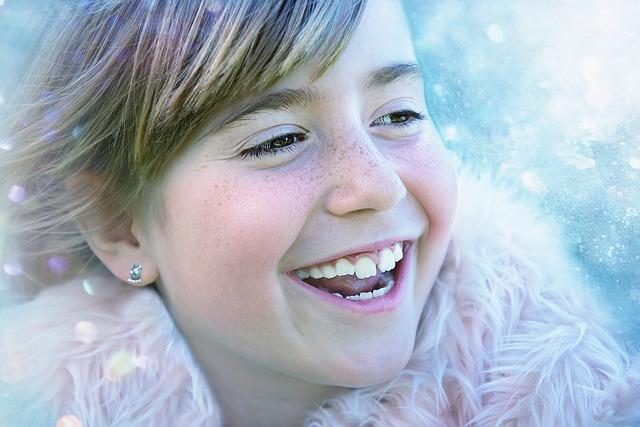 usměvavá dívka