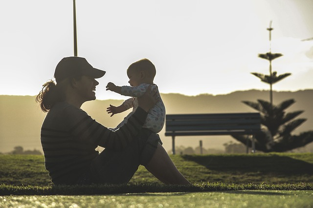 cvičení s dítětem venku
