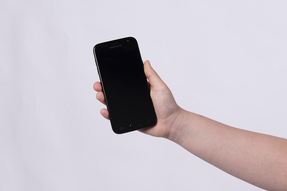 mobil v ruce